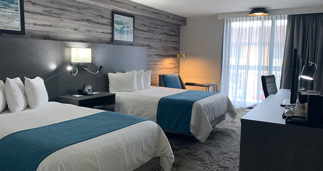 Traditional - Two Double Beds - Ontario Hotel